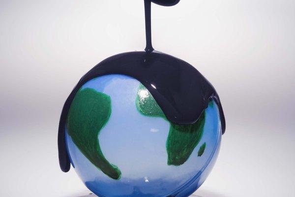 Los derrames de petróleo han provocado igualmente un gran perjuicio para el bioma de la tundra, así como para la vida marina.