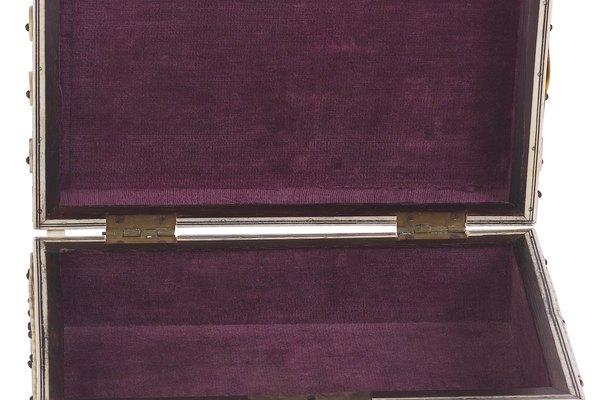 Las cajas forradas con terciopelo son ideales para presentar objetos valiosos.