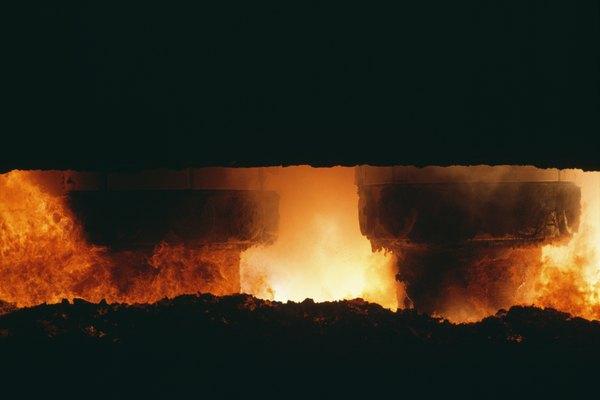 Los hornos ayudan en el proceso de fundición para extraer metales.