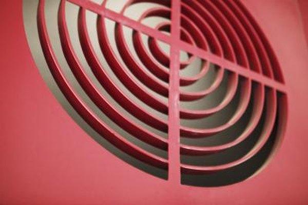 El ventilador posterior en una computadora debe soplar aire hacia el exterior.