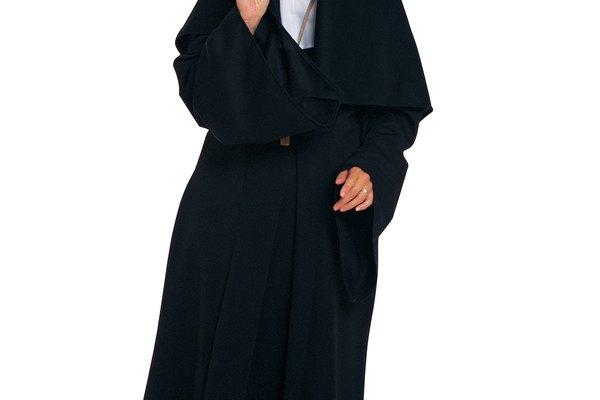Haz tu propio disfraz de monja este Halloween.