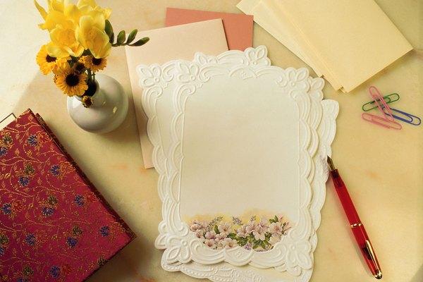 La papelería en la que escribas la nota también puede reconfortar a una persona enferma.