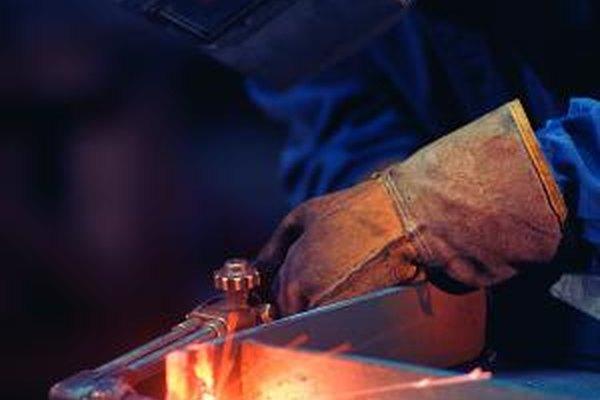La soldadura requiere menos entrenamiento que el trabajo eléctrico pero el sueldo promedio es menor.