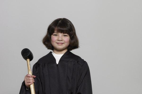 Un disfraz de juez no requiere una máscara, lo que hace que sea más fácil llevarlo durante toda la noche.