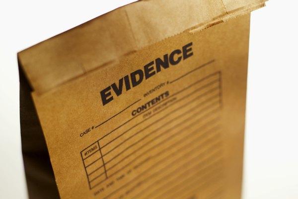 Los químicos forenses tienen que ser fuertes para hablar en público, ya que a menudo son llamados a demostrar sus hallazgos científicos frente a un tribunal.