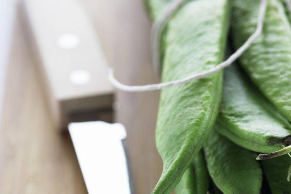 Desgasta el metal hasta que la hoja tenga el tamaño y la forma que desees.