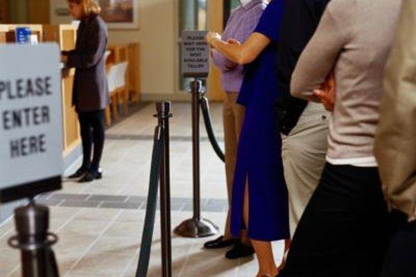Cuando tus clientes regularmente tienen que esperar en la fila, entonces la demanda de tus productos y servicios puede ser mayor que la oferta.