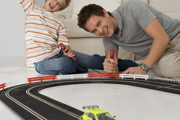 Pinta calcomanias, llamas, franjas o cualquier otro diseño que te guste en tu auto Hot Wheels.
