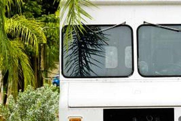 Pónte en contacto con tu departamento de salud local para obtener las licencias apropiadas con rl fin de operar un camión de comida ambulante.