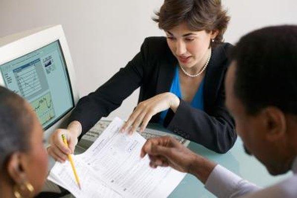 Los contadores con frecuencia ayudan a los clientes con sus impuestos.