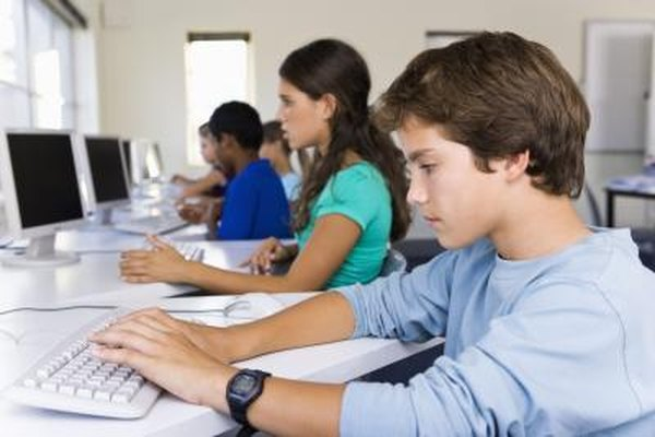 Microsoft no permite el uso de licencias de la versión Home and Student en las escuelas.
