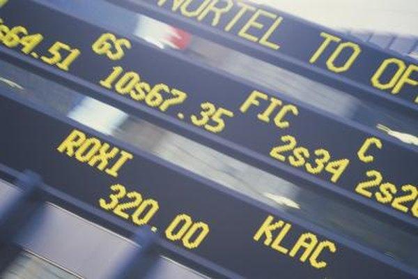Precio de acciones mostradas en un teletipo bursátil.