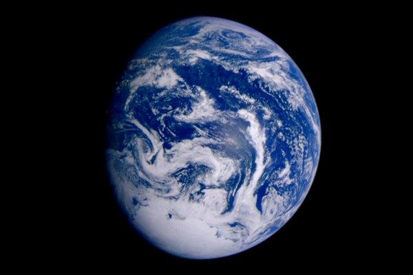 La inclinación de la Tierra provoca las distintas estaciones.
