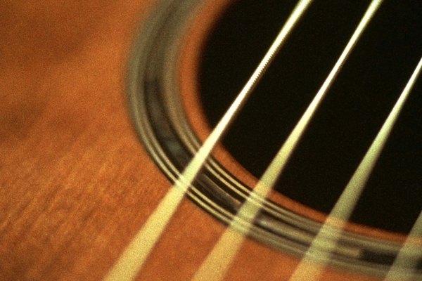 Cómo afinar una guitarra para tocar
