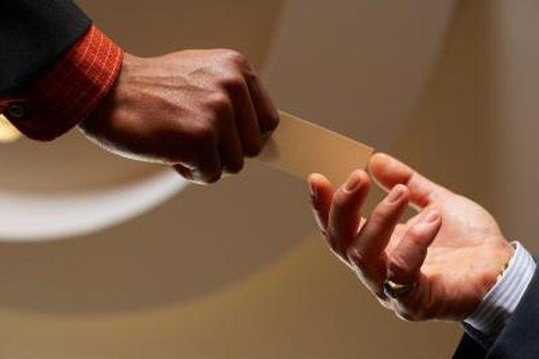 Hacer contactos de negocios es importante en la maquinaria como en otras industrias.
