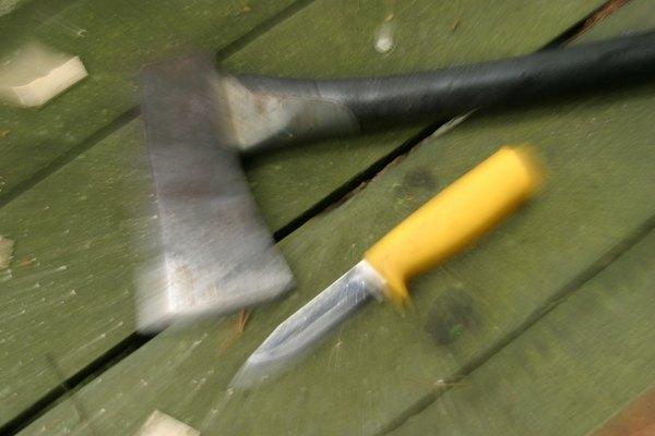Pasa la hoja del cuchillo por el lado de borde recto.