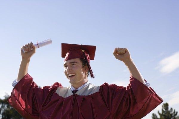 Los títulos universitarios y los certificados ayudan a un individuo a conseguir metas y objetivos de carrera.