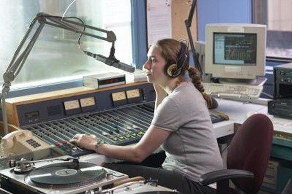 Una carrera como productor de radio puede ser variada y gratificante.