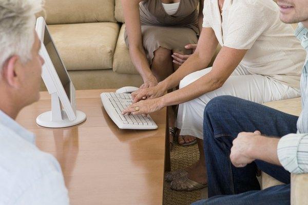 Todo tipo de comunicación consiste en un proceso bidireccional que involucra dos acciones: emitir y recibir.