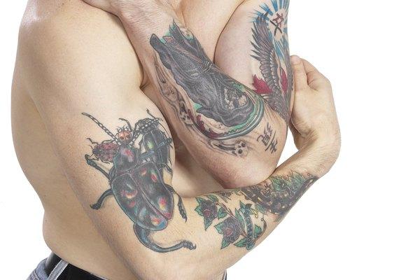 La tinta proporciona los colores brillantes que hacen que luzcan los tatuajes.