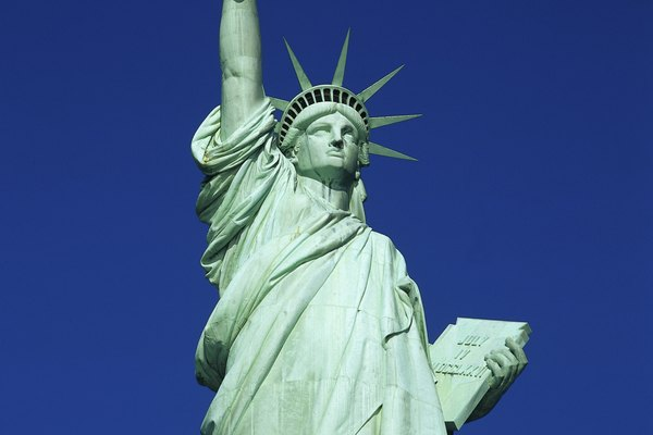 Usa una imagen de la Estatua de la Libertad como guía para asegurarte de que el modelo sea exacto.