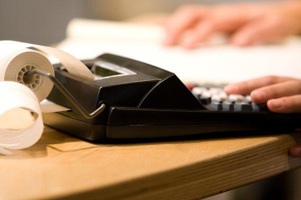El salario devengado es un asiento común que se realiza al final del año.