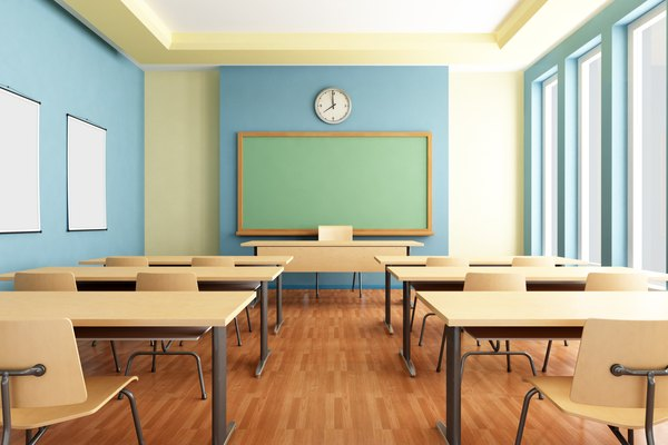 Azules y verdes brillantes fomentan un estado de ánimo positivo en las aulas.