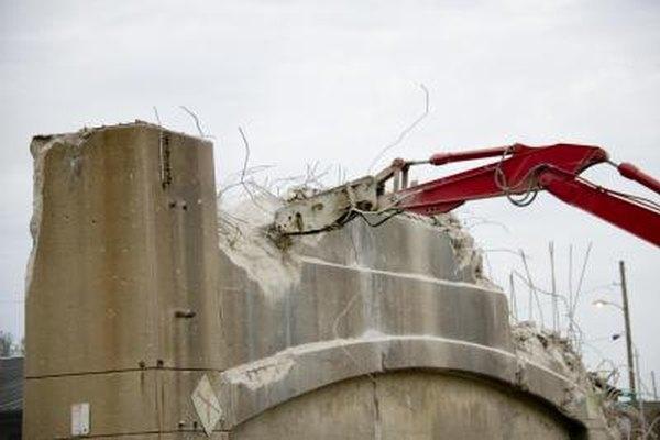 La mayoría de los trabajos de demolición requieren equipo pesado.