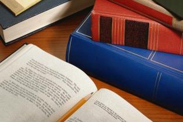 Espera estudiar muchos textos de leyes en tu camino a convertirte en un abogado.