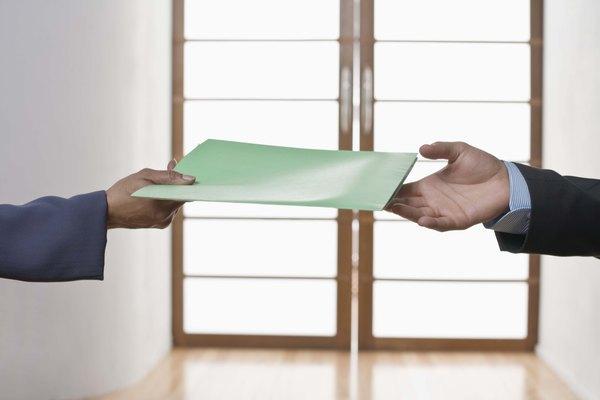 Muchas personas laminan documentos, fotos o recuerdos importantes.