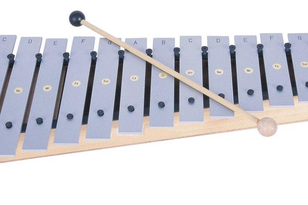 Realiza un xilófono simple, de mano, con tubos de metal.