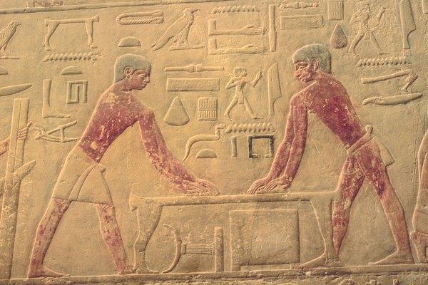 Los niños suelen disfrutar decifrando las palabras que representan los jeroglíficos.