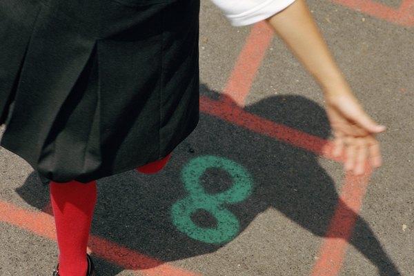 Las áreas de juego al aire libre deben ser de al menos 300 pies cuadrados (914 m).