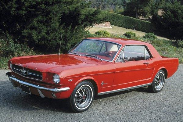 Los autos de carreras de juguete Hot Wheels (escala 1/64) de Mattel fueron lanzados al público en 1968.