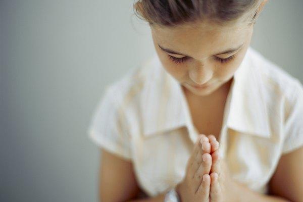 Enseña a los niños sobre la oración de forma divertida.