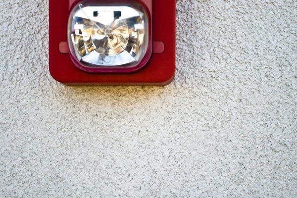 Cuando creas un sistema de alarma contra incendios para una casa grande, deseas más que un sistema que hace ruido para alertar problemas.