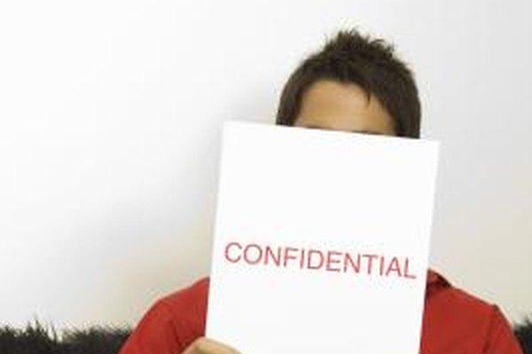Los empleados tienen que evitar el compartir información confidencial sobre el empleo.