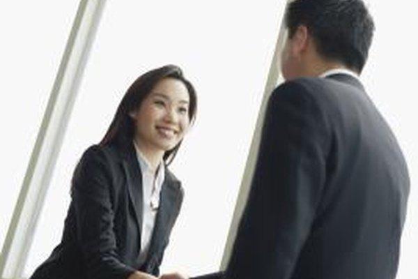 Crea nuevas relaciones en línea para ganar clientes potenciales para tu negocio.