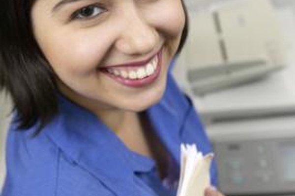 Una copiadora capaz de realizar múltiples tareas es un componente común de los equipos que los recepcionistas utilizan.