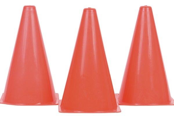 Una forma que puedes usar en cálculo para encontrar su volumen es el cono.