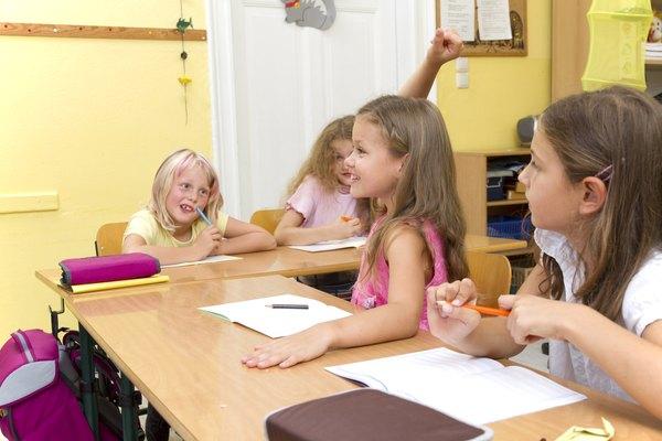 El amarillo brillante ayuda a los niños a sentirse felices, calmados y con ganas de aprender.