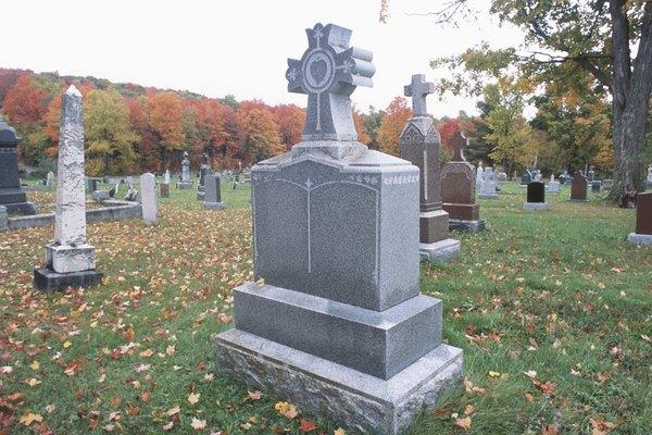 Pide permiso antes de ubicar lápidas en el cementerio.