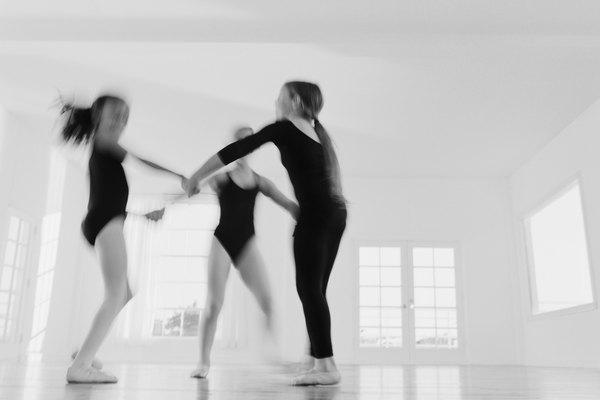 Lo ideal para un salón de danza es que sea un ambiente bien luminoso.