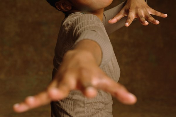 Cantar mientras haces la coreografía puede ayudarte a recordar rápidamente los movimientos.