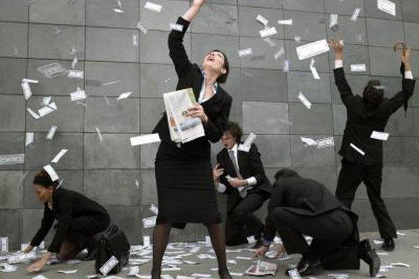 Los empleados que pagan impuestos agregados en los bonos usualmente tienen que pagar menos que aquellos que pagan una tasa fija.