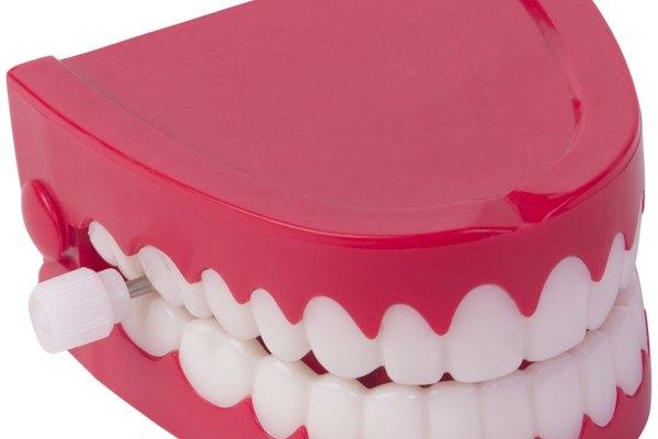 Cuida tus dientes para evitar abscesos.