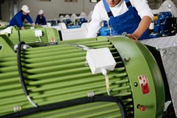 Los ingenieros mecánicos pueden supervisar la fabricación de equipos pesados.