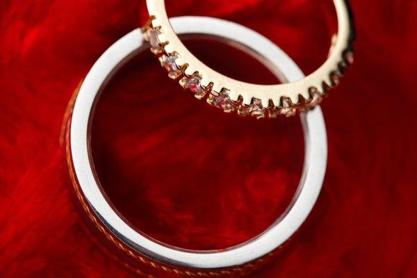 Compra u obtén un anillo, y luego encuéntrate con Elise enfrente del Orfanato Bowerstone.