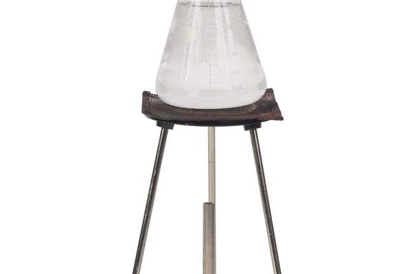 El matraz Erlenmeyer se utiliza en un trípode para el calentamiento de líquidos.