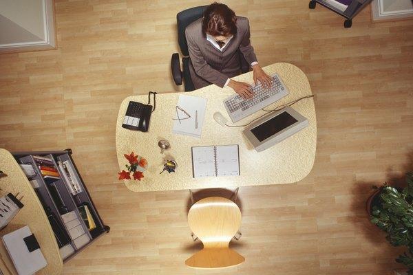 Decora tu escritorio de manera original.
